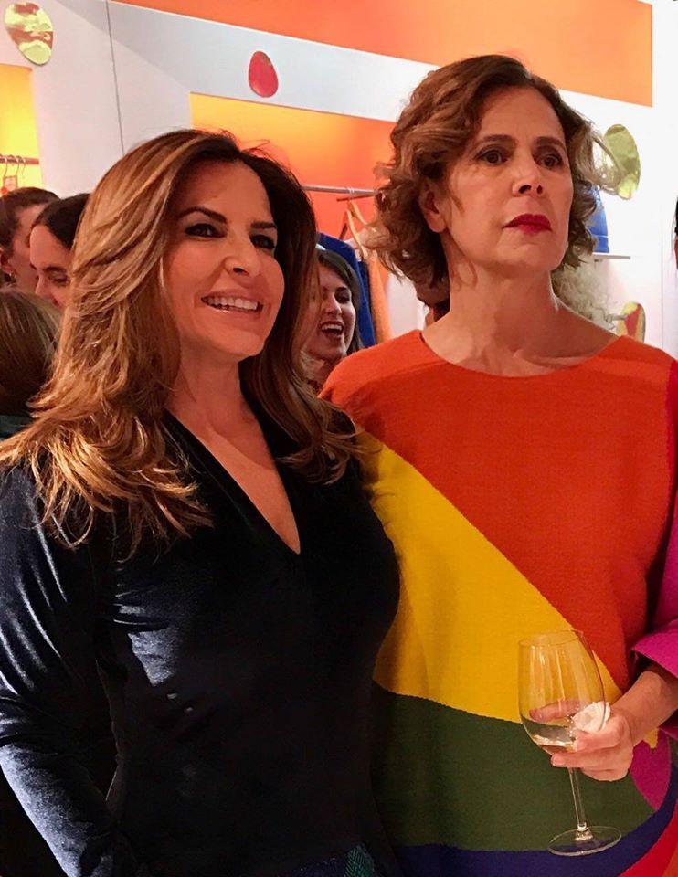 Haydee Callejas con la diseñadora Agatha Ruiz de la Prada